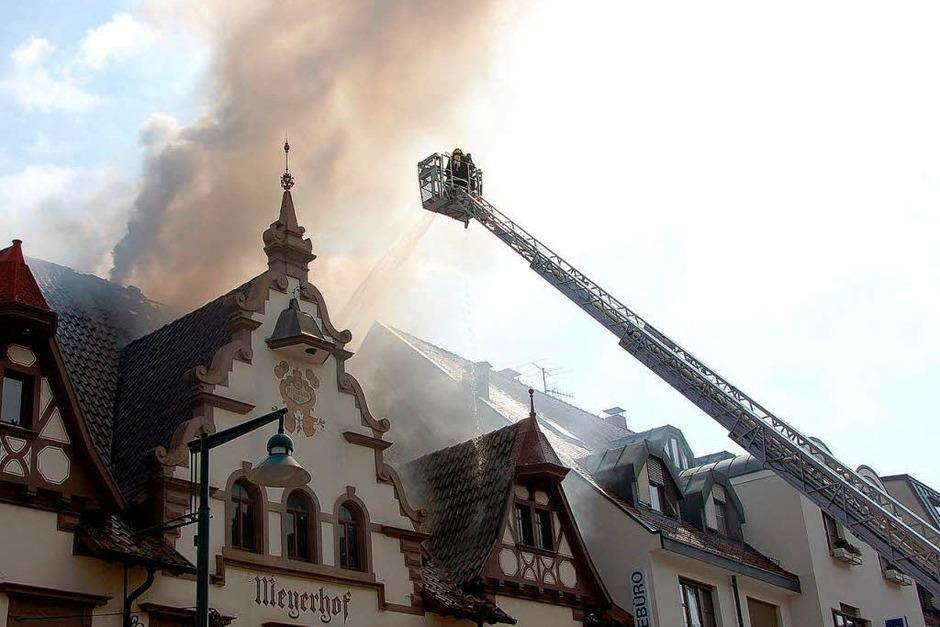 Einsatzkräfte der Feuerwehr waren vor Ort und brachten das Feuer rasch unter Kontrolle (Foto: Maja Tolsdorf)