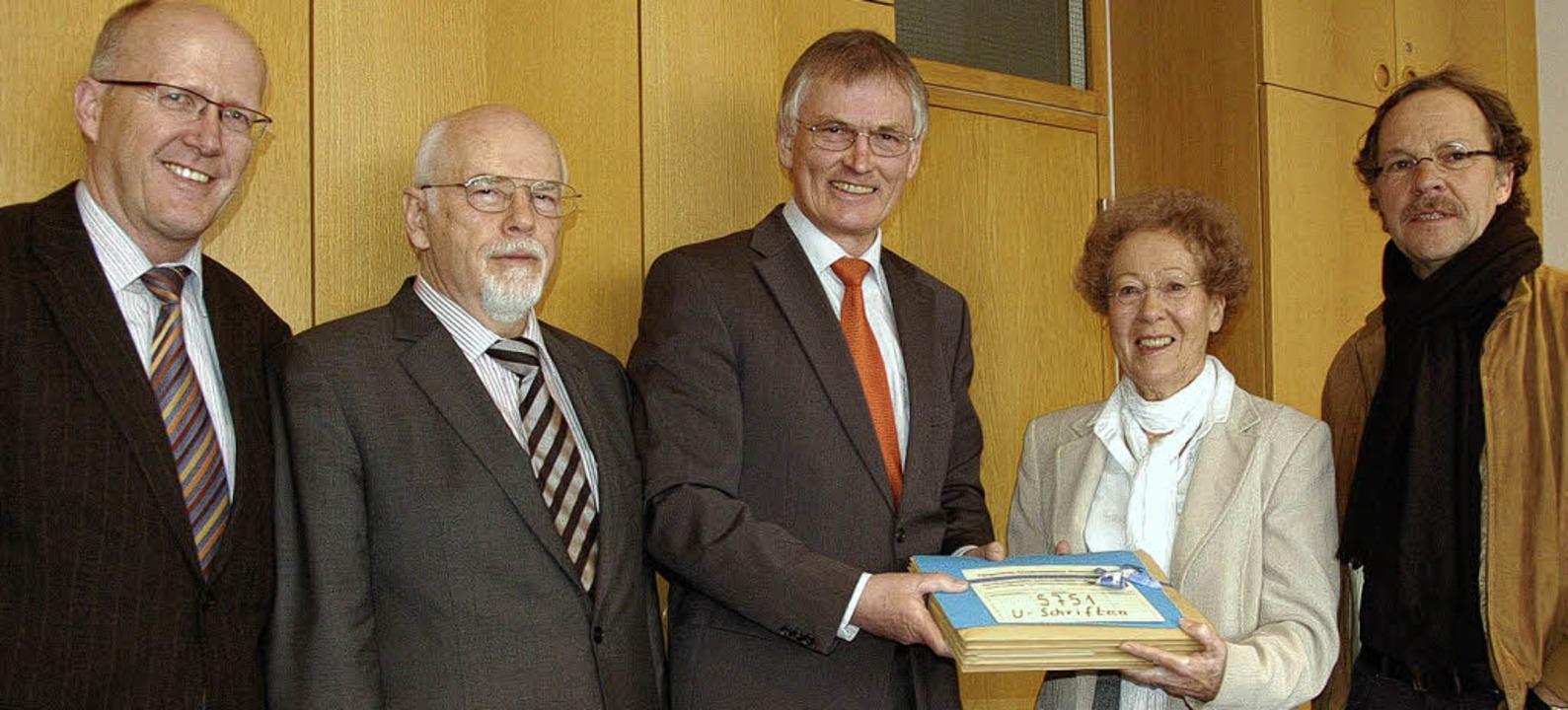 Sprechstunde  mit Unterschriftenüberga... Toni Grabsch und Wilhelm Staufenbiel   | Foto: Ingrid Böhm-Jacob