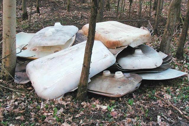 Wieder alte Öltanks im Meißenheimer Wald entsorgt