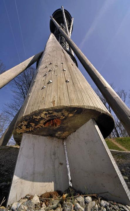 Nächste Woche soll's mit dem Pil...hohen Schlossbergturms ein Ende haben.  | Foto: Thomas kunz