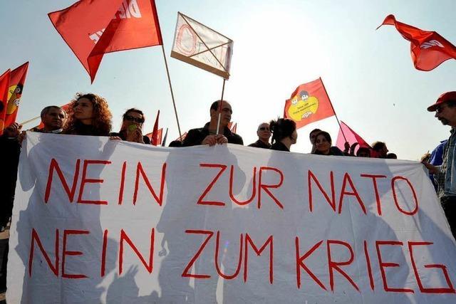 Nato-Gipfel: Demonstranten marschieren friedlich durch Kehl