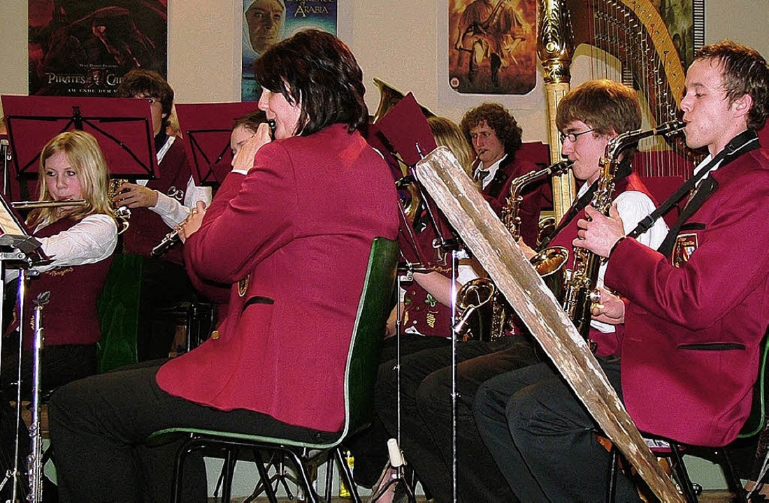 Hochkonzentriert waren die Musikerinne...in Schmidlin und  Juliane König aus.    | Foto: Elke Klaus-Rettberg