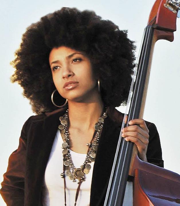 Hochgelobte Bassistin: Esperanza Spalding   | Foto: pr