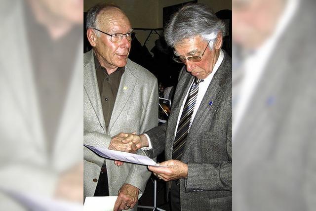 Gemeinsam stellen sie 110 Jahre Vereinsgeschichte dar