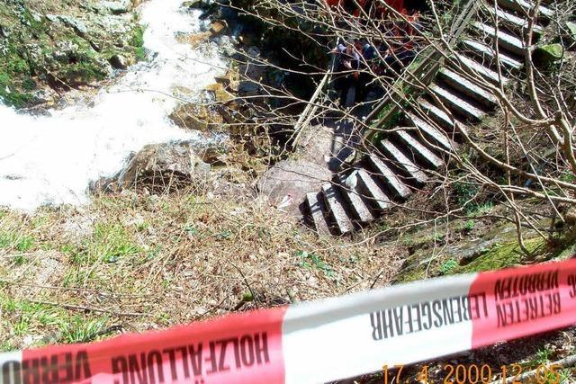 Frau stürzt 20 Meter in die Tiefe – schwer verletzt
