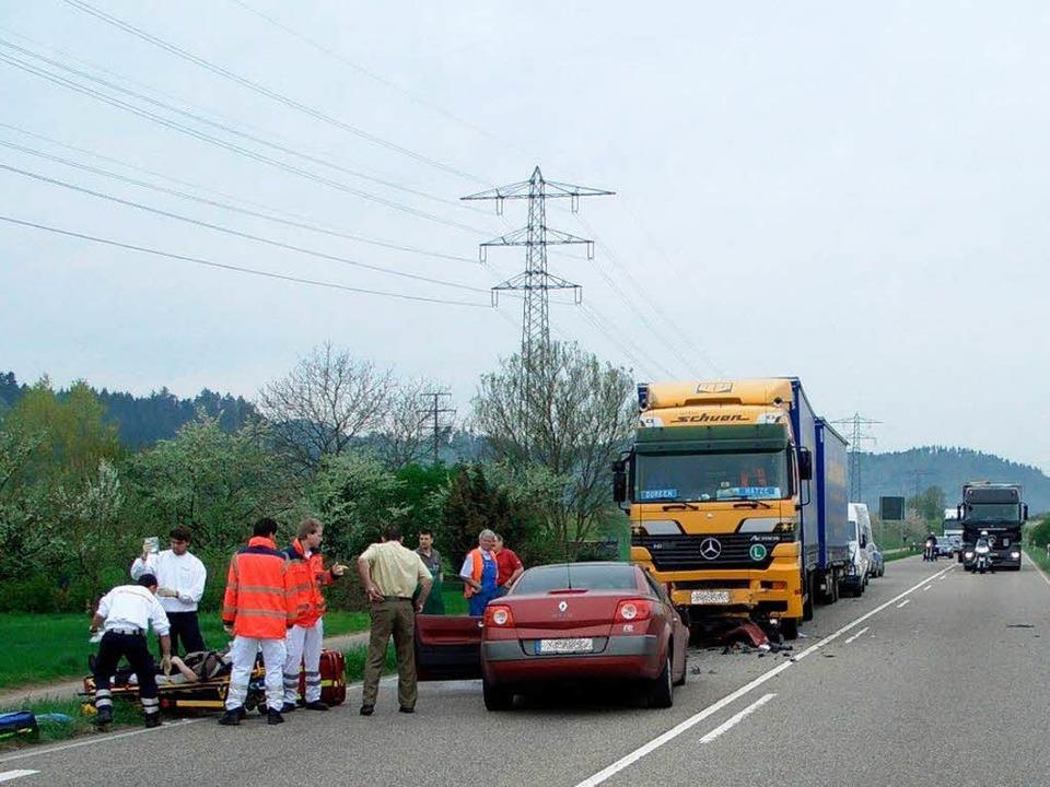 Glücklicherweise nur leicht verletzt b...B33 in den Gegenverkehr gekracht war.   | Foto: polizei