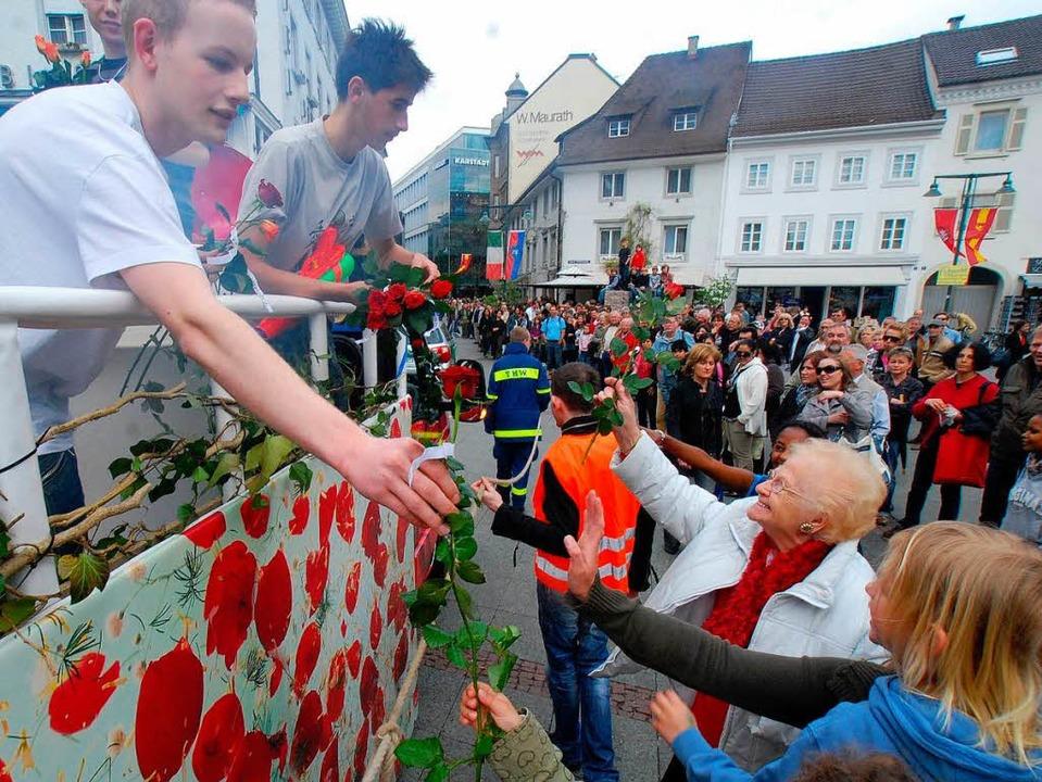 Von den Freiburger Rosekids gab'... Alters ließen sich's gefallen.   | Foto: Ruda