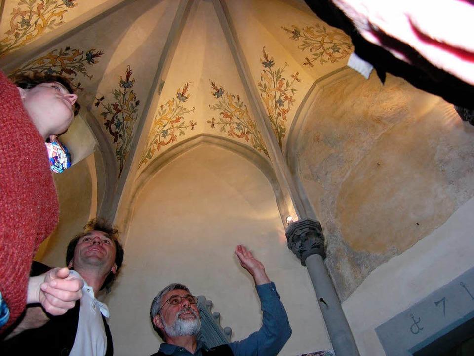 Ortstermin in der Michaelskapelle: Von...gartner und Organisator Peter Ziegler.  | Foto: Michael Haberer