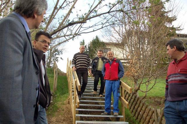 Bürger bauen lang gewünschte Treppe