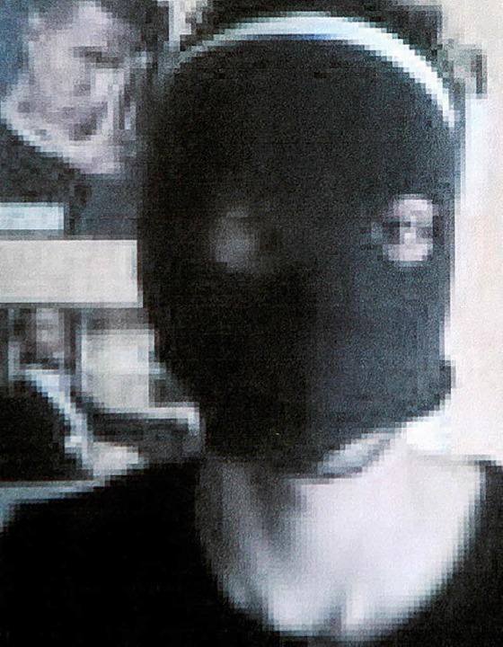 Handybilder  mit Masken:   Florim S.  | Foto: dpa