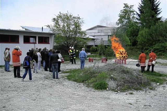 Lehrer lernen von Feuerwehr