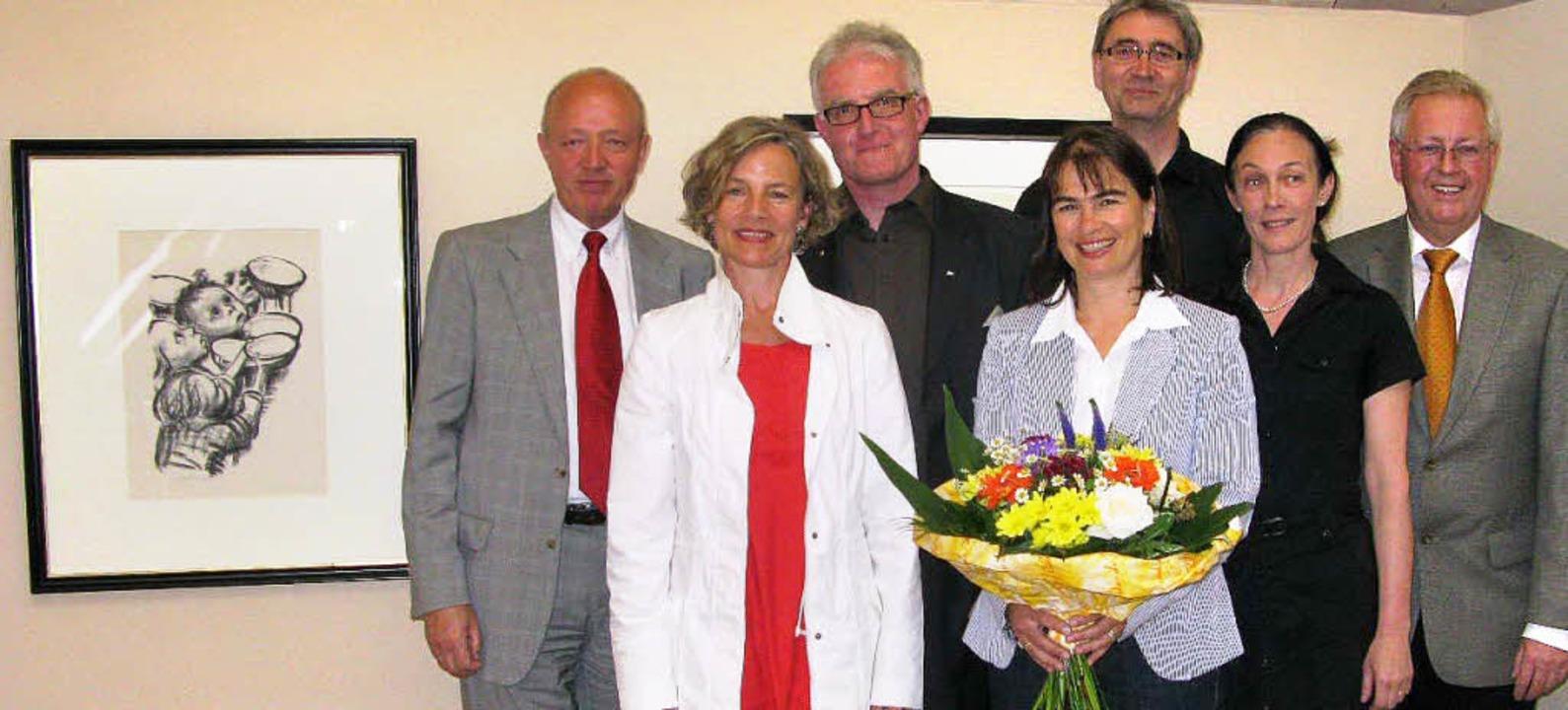 In Anwesenheit  vieler Kunstfreunde  w...eiger und Bürgermeister Rolf Schmidt.     Foto: Ulrike Spiegelhalter