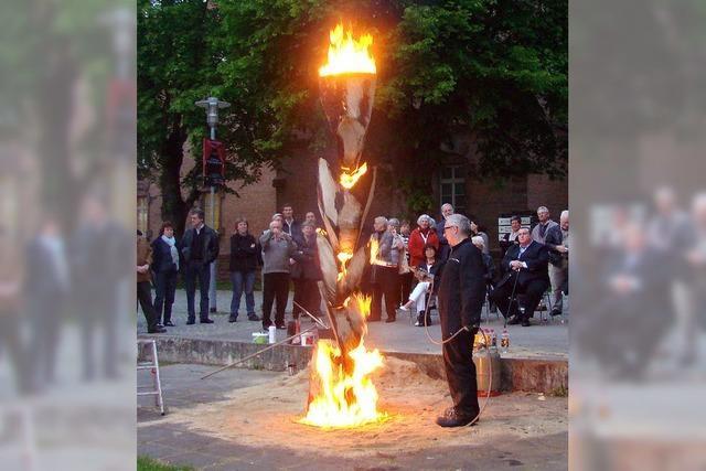 Kunst mit Grillanzünder und Flammenwerfer