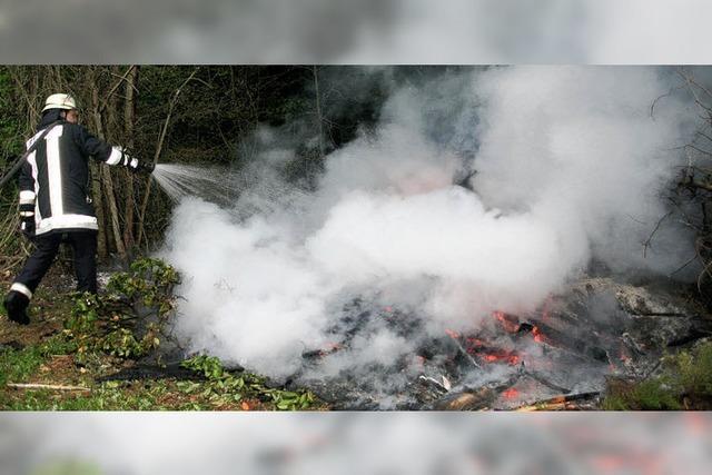 Feuerwehren verhindern einen größeren Waldbrand