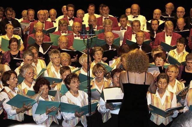 119 Choristen gemeinsam auf der Bühne