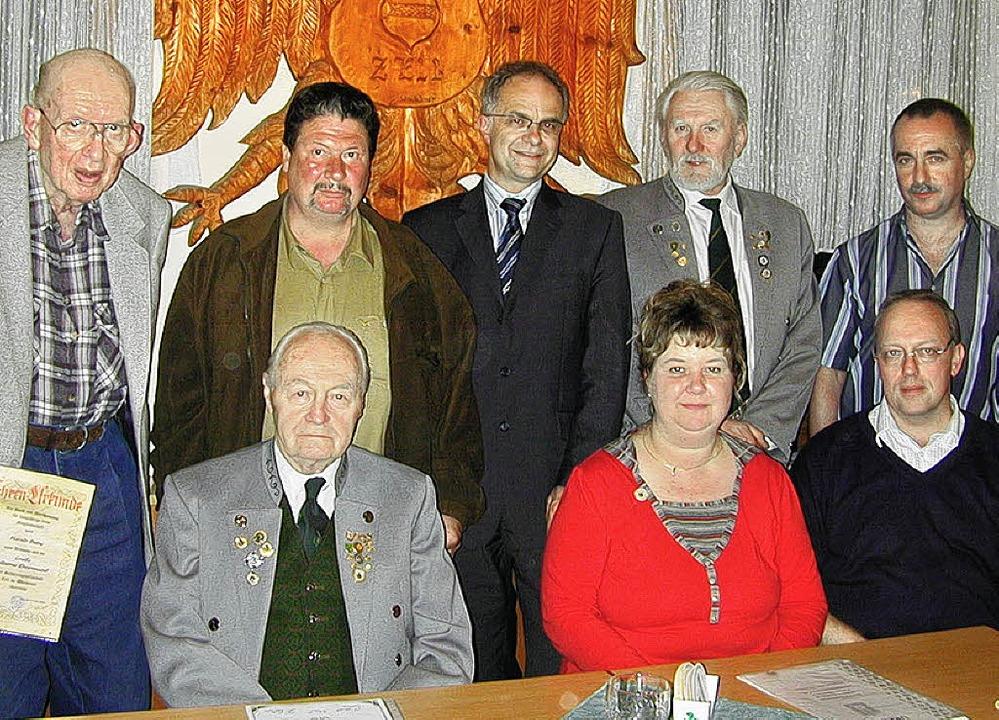 Schützengesellschaft Zell (von links, ...nd Oberschützenmeister Dieter Reichl    | Foto: Verein