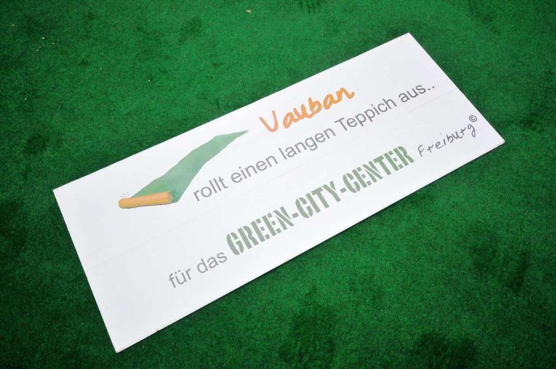 Ein grüner Teppich, auf den die grüne Fraktion nicht gehen wollte.    Foto: Ingo Schneider