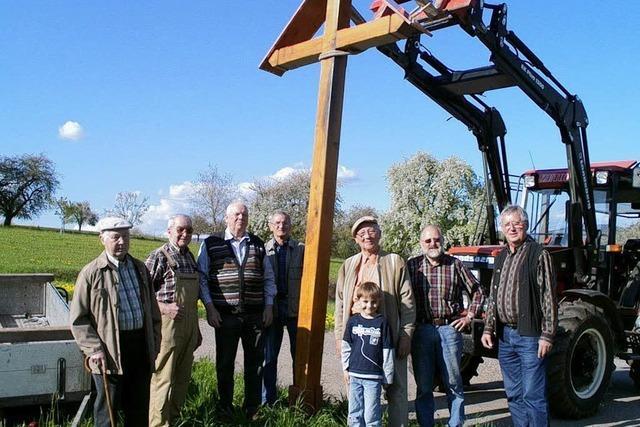 Neues Flurkreuz auf dem Dinkelberg aufgestellt