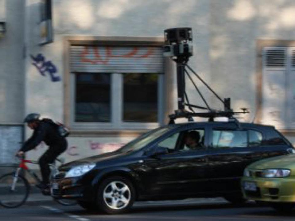 Das Google-Street View-Auto am Donners...gen auf der Eschholzstraße in Freiburg  | Foto: Alexander Ochs