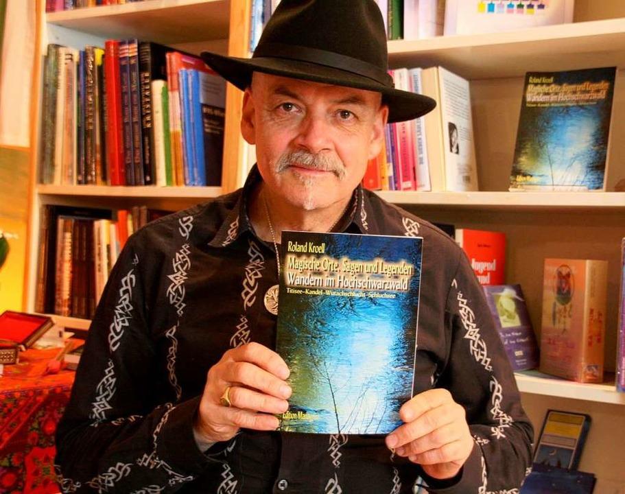 """""""Magische Orte, Sagen und Legend...heißt das neue Buch von Roland Kroell.    Foto: Peter Schütz"""