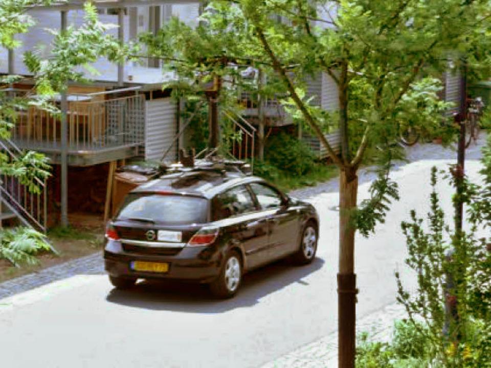 Der Kamerawagen von Google im Freiburg...r die Straßenzüge fotografiert werden.  | Foto: Erich Lutz