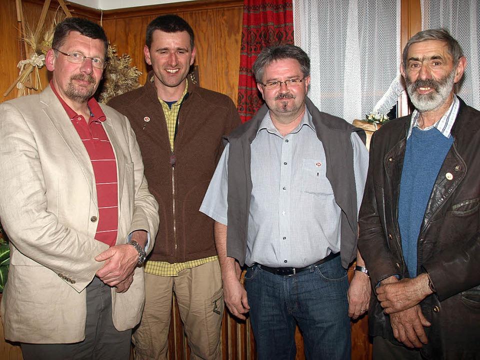Der Leiter Bergrettungsdienst der Land...ive Bergwachttätigkeit aus (von links)  | Foto: Karin Stöckl-Steinebrunner
