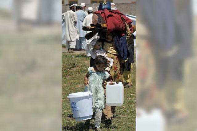 Hunderttausende fliehen in Pakistan