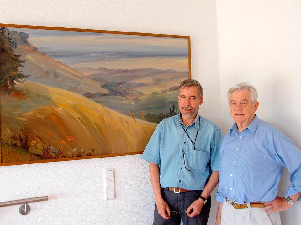 Heinz König und Otto Geiger  richten d...h über ein  Kibiger-Gemälde  verfügt.   | Foto: Sigrid Umiger