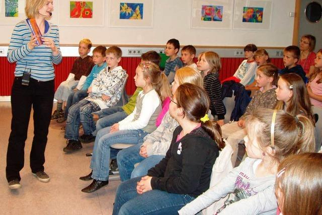 Junges Publikum lauscht gespannt