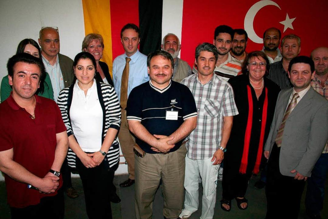 Mitglieder des Islamischen Vereins Wal...Kandidaten über das Thema Integration.  | Foto: Karin Heiß