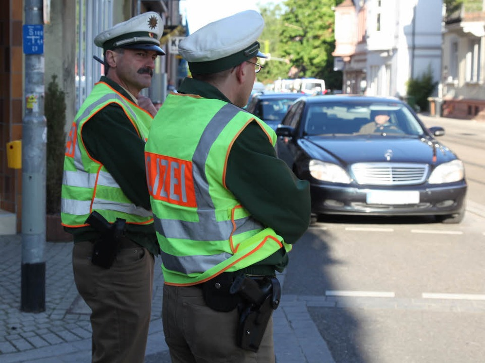 Die Polizei sperrt das Einsatzgebiet ab.  | Foto: Alexandra Sillgitt