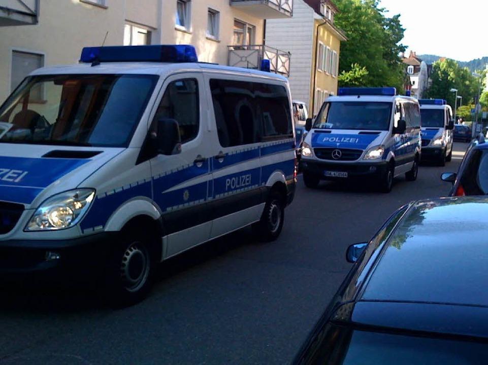 Viel Polizei garantiert kein Durchkommen.  | Foto: Joachim Röderer