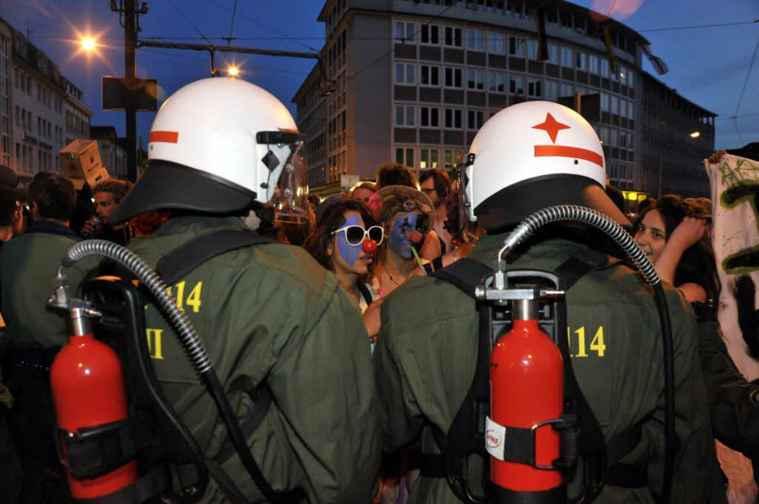 Rund 150 Demonstranten standen knapp 200 Polizisten gegenüber.    Foto: Thomas Kunz
