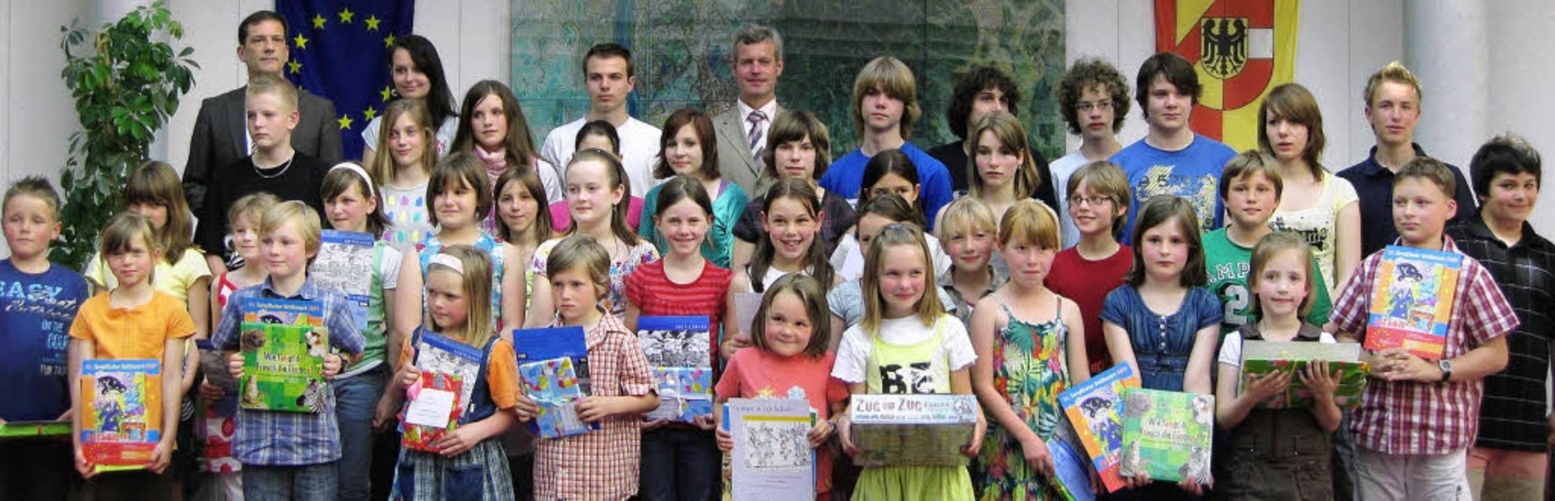 Alle Preisträger  mit Dezernent Fritz ...rmeister Oliver Rein (Mitte  hinten)    | Foto: Winnie Rudolf