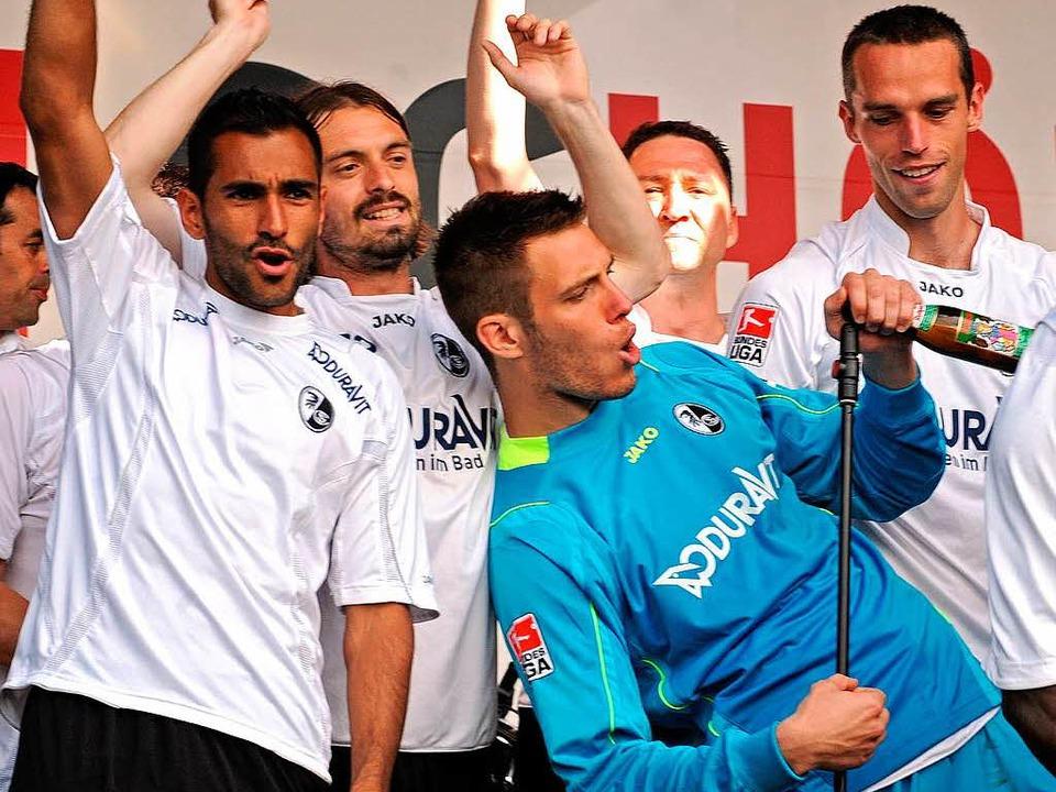 Das Team des SC Freiburg feierte ausgelassen...  | Foto: Michael Heuberger