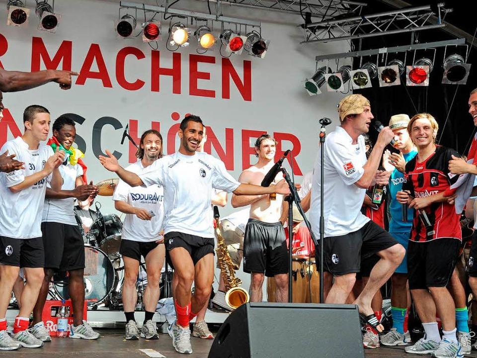 Heiko Butscher überzeugte als Sänger...  | Foto: Michael Heuberger