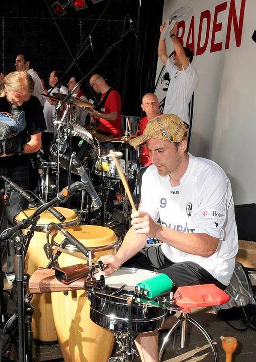 ...und auch am Schlagzeug.  | Foto: Michael Heuberger