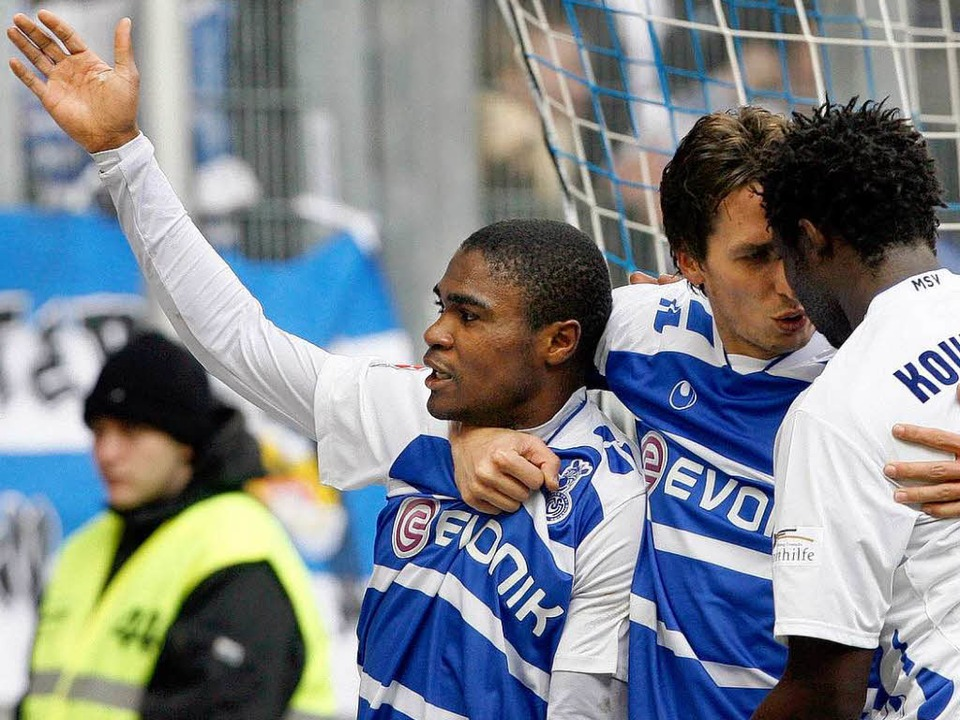 Makiadi (links) hatte vergangene Saison reichlich Grund zu jubeln.    Foto: dpa