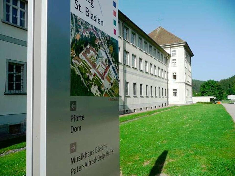 Neue Hinweistafel mit Luftbild des Kollegs.   | Foto: Manuel Kaiser