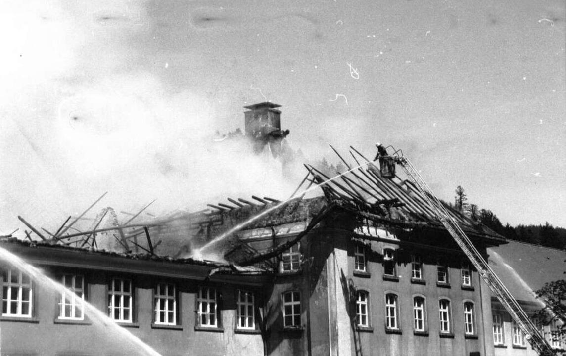 Der Großbrand richtet verheerenden Schaden an.  | Foto: BZ-Archiv