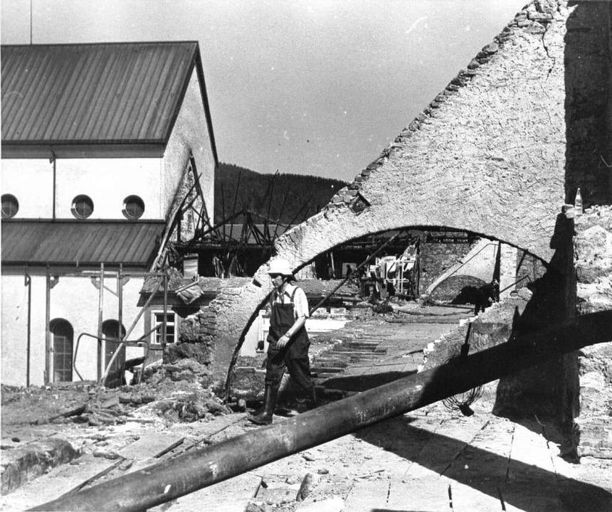 Am 20. Oktober 1977 sind die Wiederaufbauarbeiten nach dem Brand beendet.  | Foto: BZ-Archiv