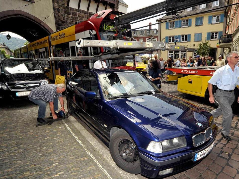 Der Falschparker des Tages: Der Parkpl..., aber unterm Strich auch  sehr teuer.  | Foto: Thomas Kunz