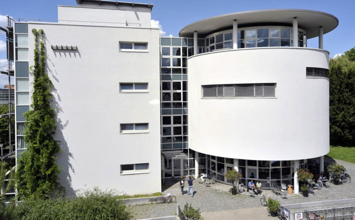 Das Institut für Biologie I an der Hau...ilotprojekt  zum Energiesparen teil.    | Foto: thomas kunz