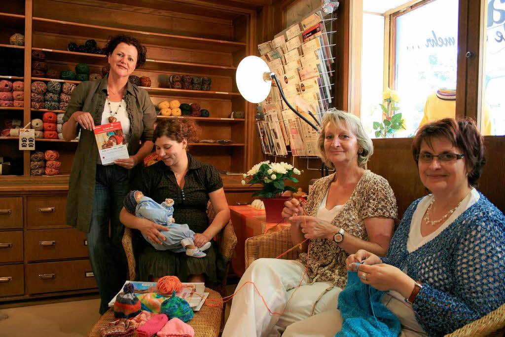 kreis emmendingen zum welttag des strickens am 13 juni gestrickte m tzen retten kinderleben. Black Bedroom Furniture Sets. Home Design Ideas