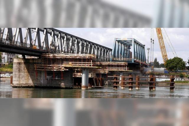 3000 Tonnen Stahl über dem Rhein