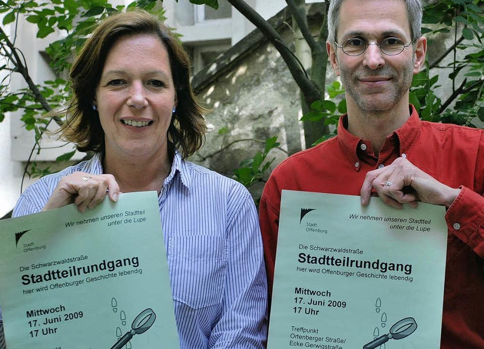 Anne Verstraten und Tilman Berger werb...Stadtteilrundgang durch die Oststadt.   | Foto: Siefke