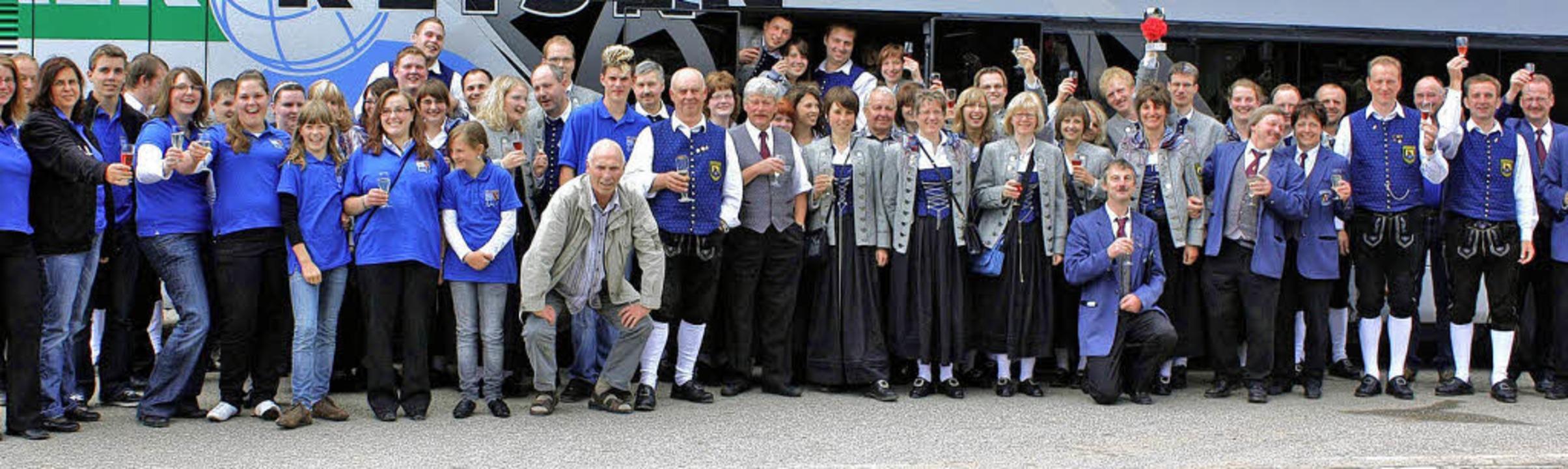 Prosit: Herzlich war das Zusammentreff...hrem Frühschoppenkonzert begeistert.      Foto: heiner Fabry