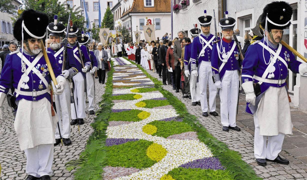 Viel Blütenpracht war zum Fronleichnamsfest in Hüfingen zu bewundern.       Foto: Roland Sigwart