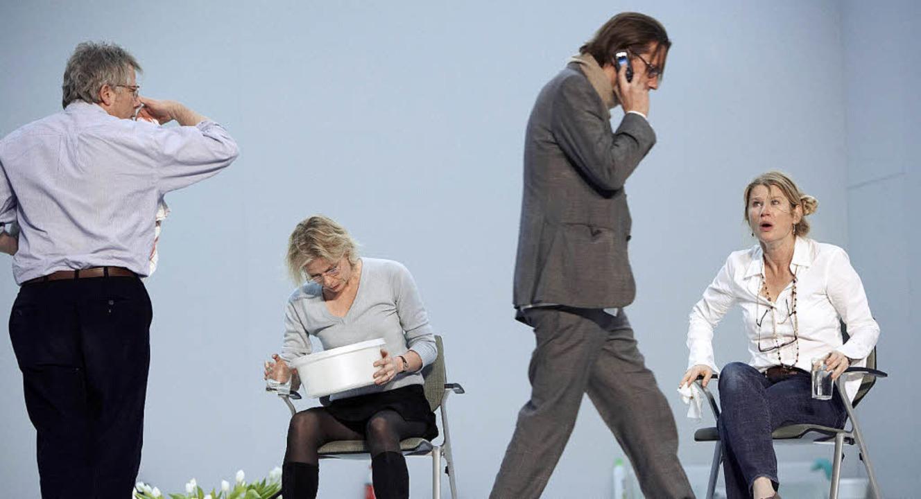 "Pures Schauspieler-Spiel: Szene aus Jü...er Gott des Gemetzels"" in Zürich  | Foto: dpa"