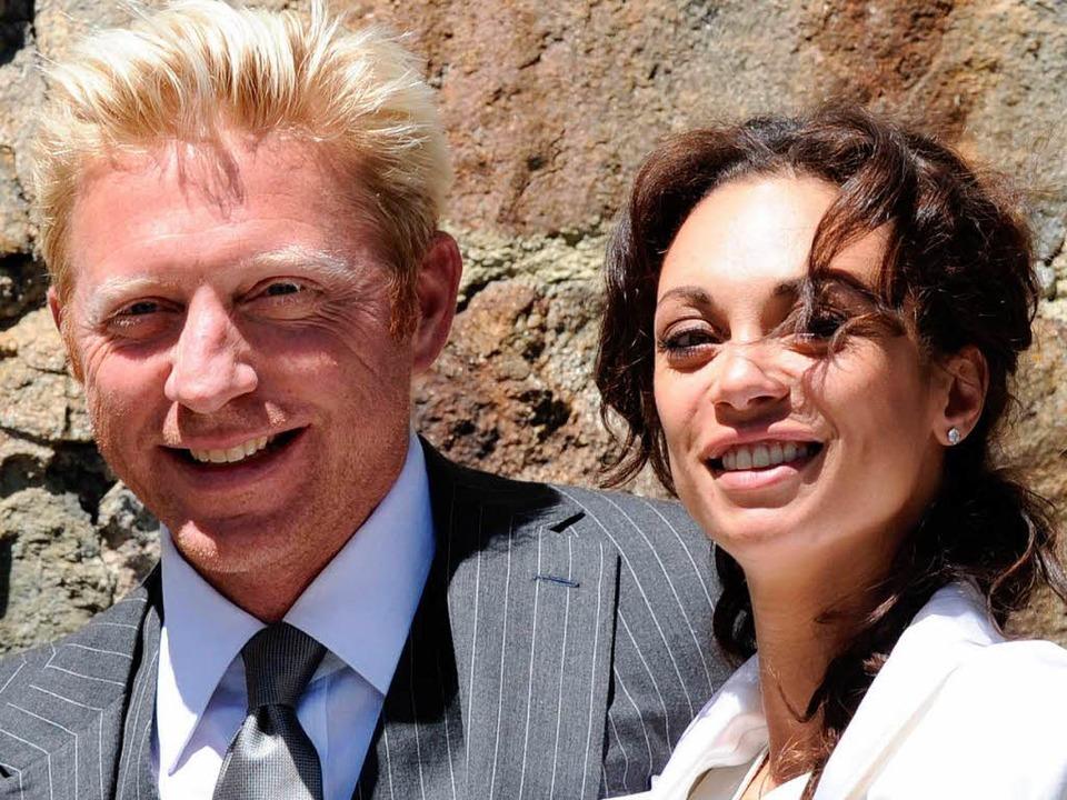 Die Sonne strahlt und das Brautpaar au...eide Tränen in den Augen gehabt haben.    Foto: dpa